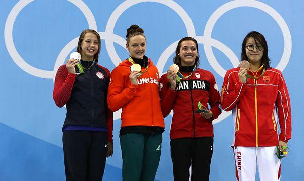 natatie podium 100 m spate